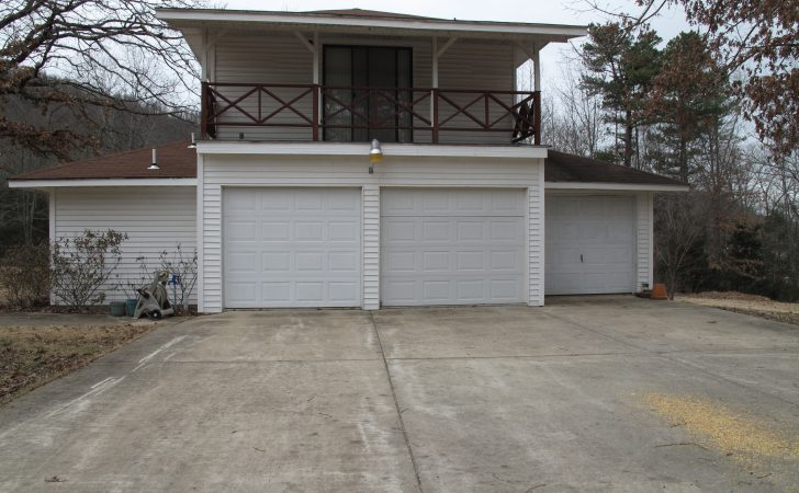 Bay Detached Garage Apartment Green Partee Real